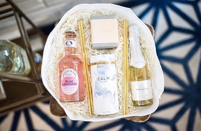 These custom bridesmaid gift boxes are a beautiful memory from this Summer season. Filled with delicious bubbly, gold fancy straws, the best saltwater soap, and bangles with the coordinates of the  island where the wedding took place, the bride is a lucky lady to have her gals, and she made sure her ladies felt all her love.✨🌴 #GiftingForGood
