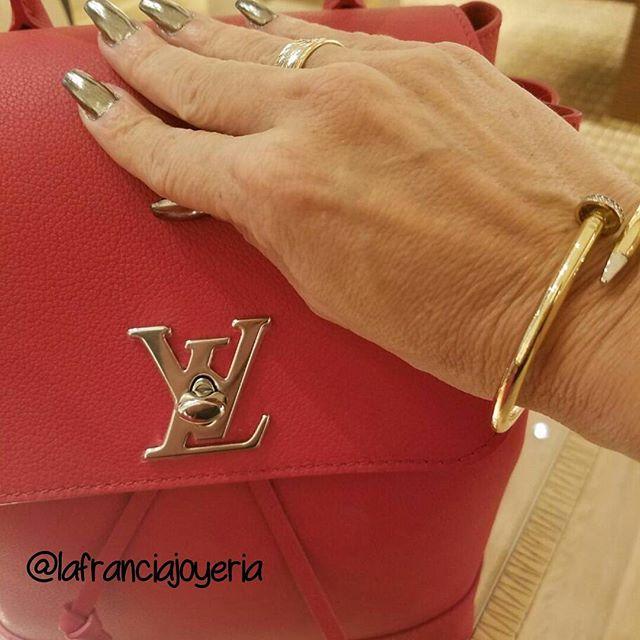 En @lafranciajoyeria despedimos el año con estilo, y queremos que tu luzcas fabulos@ por eso tenemos todos los bangles y anillos en hasta un 50% de descuento #lafranciajoyeria #miami #cartier #louisvuitton #red #happynewyear @lafranciajoyeria @lafranciajoyeria @lafranciajoyeria