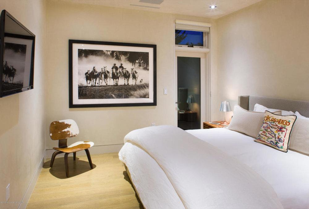625 bedroom 2.jpg