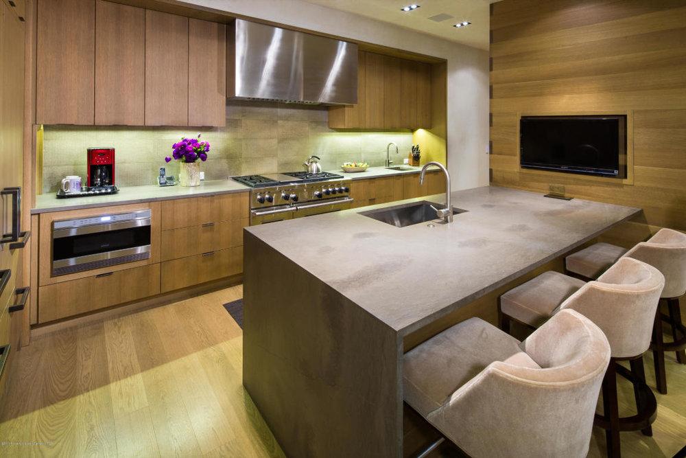 625 kitchen.jpg