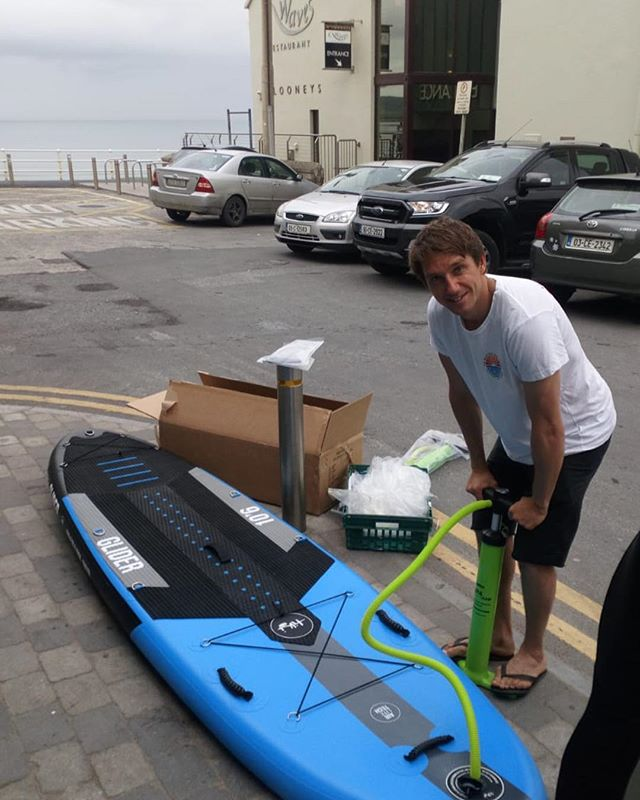 Paddle boards pumped and ready to go for the weekend 🙅🏿‍♂️ Still some spaces available for lessons tomorrow 👌  Call 0861422988 😋  Tide off the rocks by 10.30. Waves are looking fun!!!