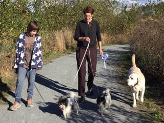 Christi Dudzik, Healing Paws CEO, helping a child with dog phobia