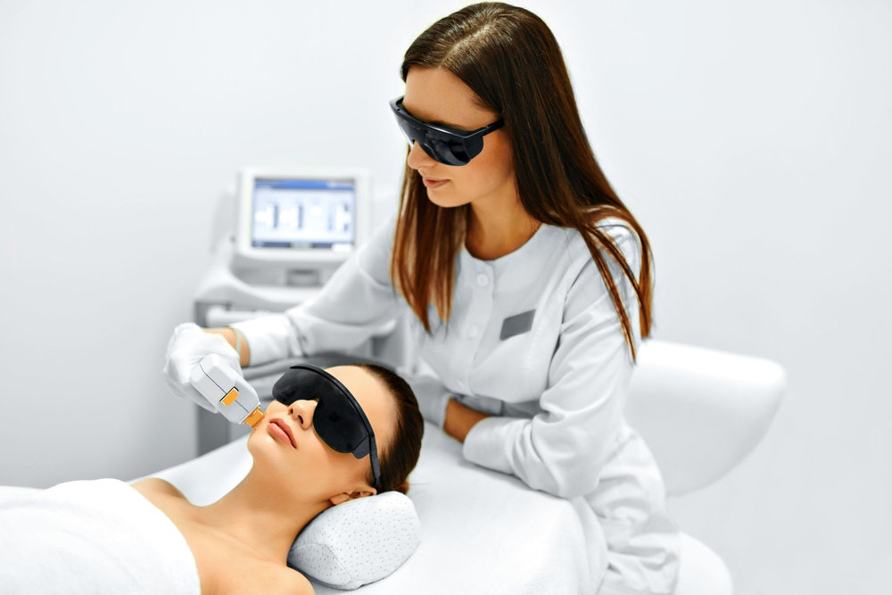 Dr_med_Nina_Mueller_Weinheim_Dermatologie_Laser.jpg