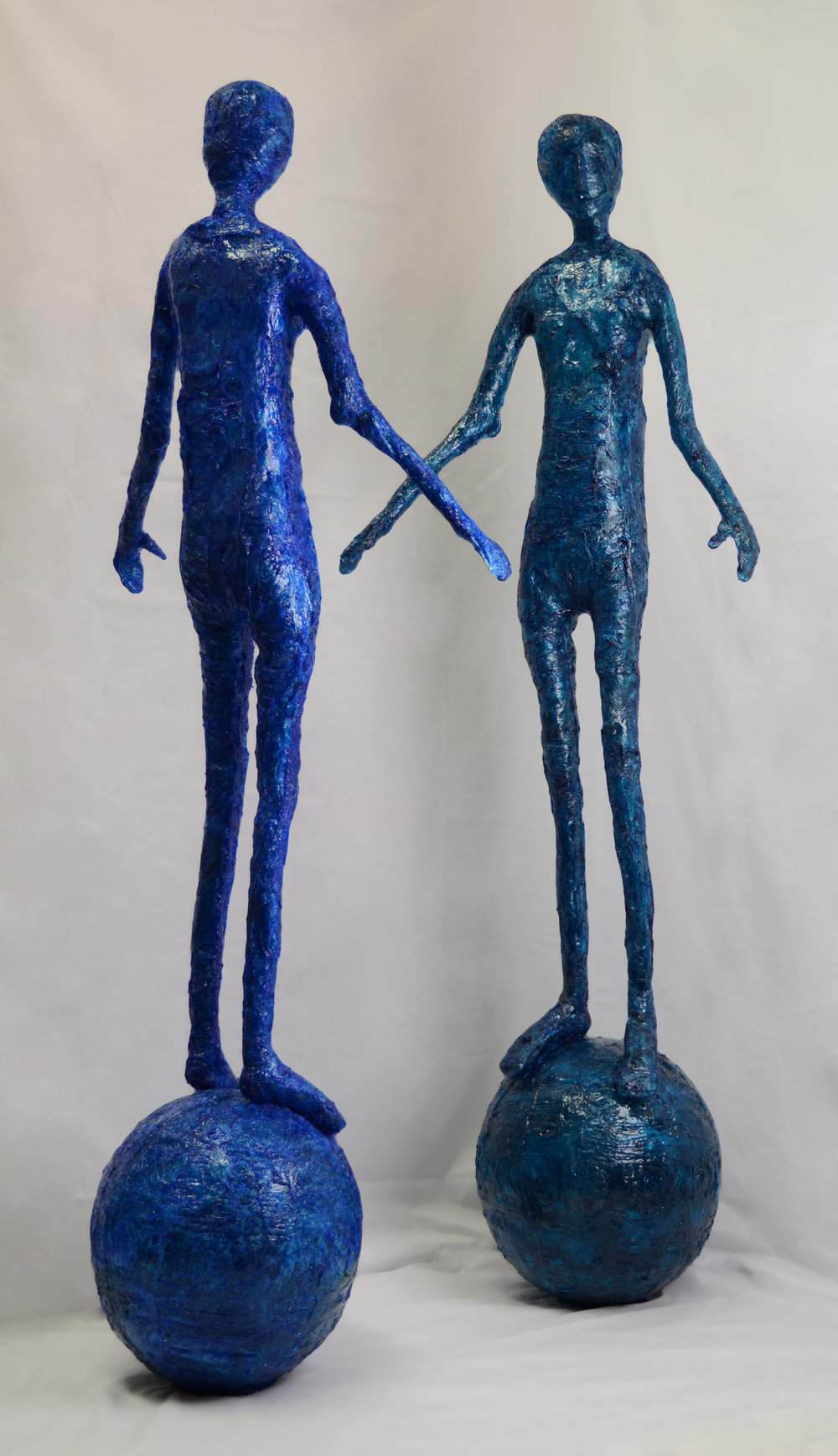 Elisabeth Weissensteiner,  Bright Blue & Dark Blue Dancer Balancing , 2011, polyester resin, fibreglass and pigments, height 200cm