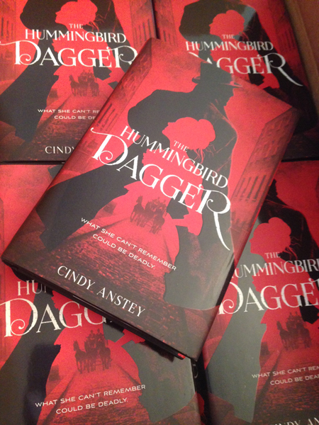 A box full of mystery! - Woot!! The Hummingbird Dagger has arrived at the Anstey abode (house). Isn't it beautiful!! You, too, can have a copy in 11 days!!