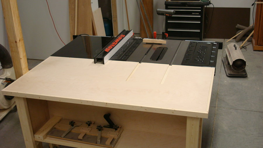Oh it would be nice to have the space for something like this! The wood table allows much larger and heavier boards to be more easily maneuvered on the table saw.
