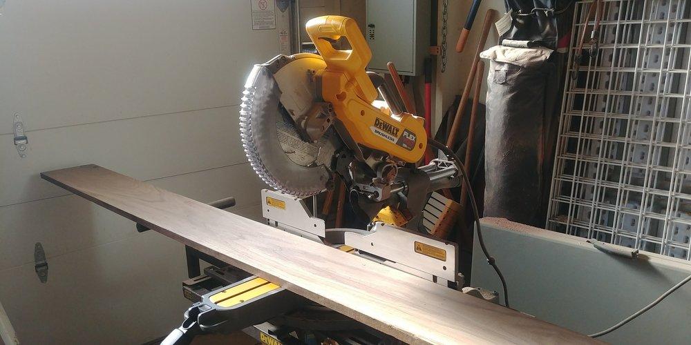 dewalt-compound-cordless-miter-saw.jpg