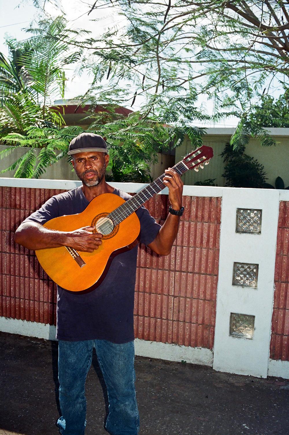 guitarguyareciboweb.jpg