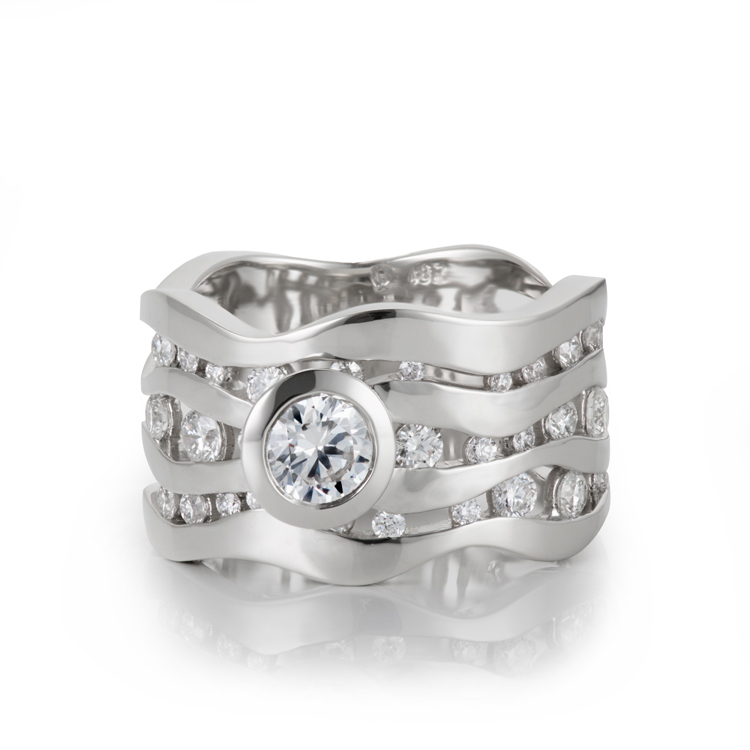 Tri___nov-diamond-engagement-ring.jpg