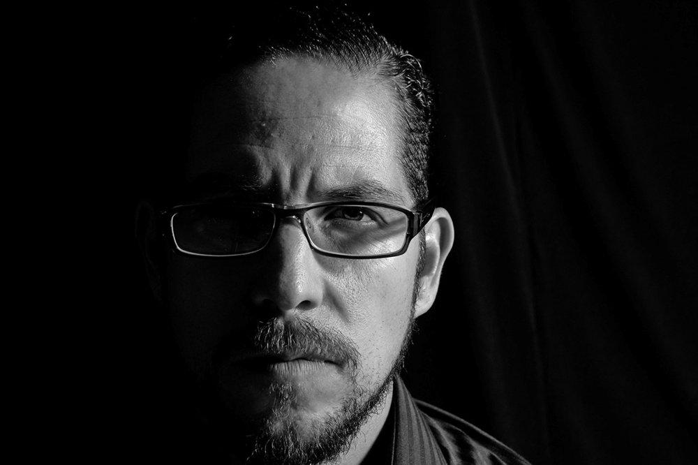 Héctor Sevilla es doctor en Filosofía, miembro de la Asociación Filosófica de México, de la Asociación Transpersonal Iberoamericana y de la Sociedad Académica de Filosofía de España. Es profesor e investigador de la Universidad de Guadalajara y autor, entre otros reconocidos títulos, de   Espiritualidad filosófica  .