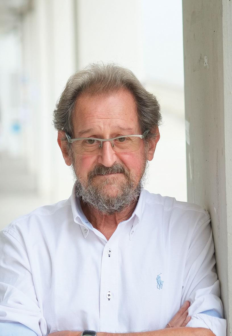 Joan Prat, autor de  La nostalgia de los orígenes .