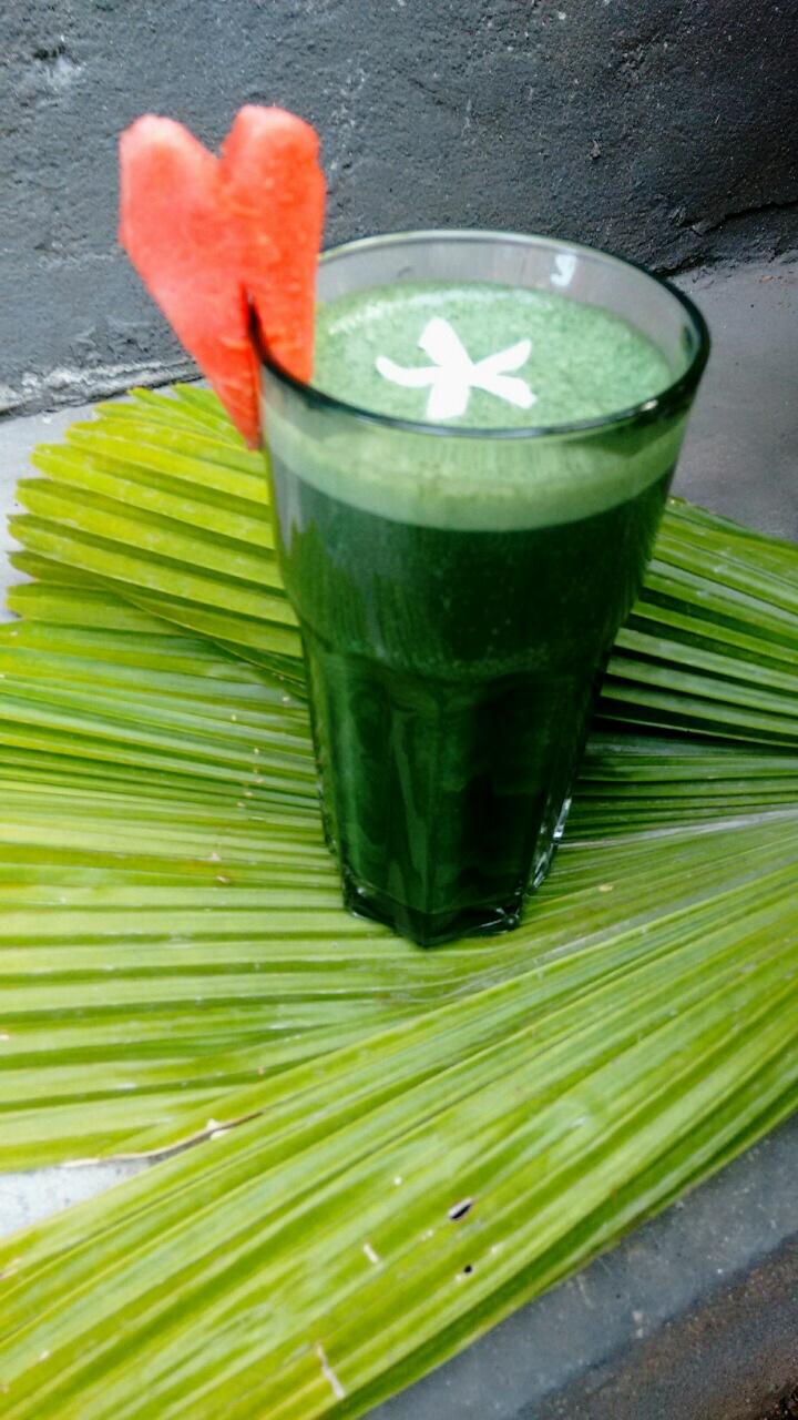 grüner Smoothie (2).JPG