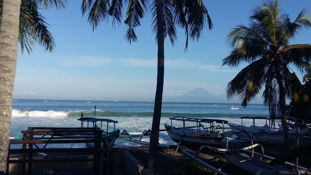 Blick vom Center mit Bali-Vulkan am Horizont.jpg