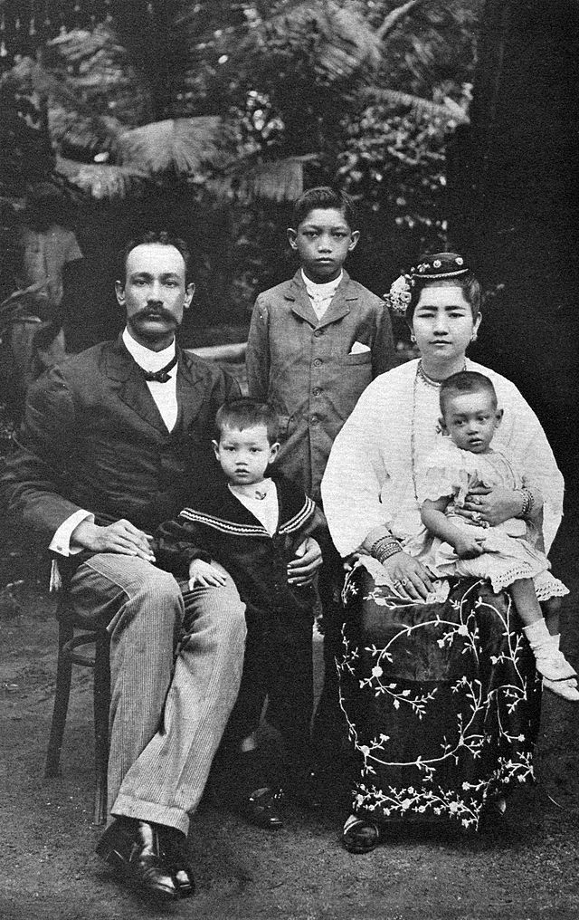 An Eurasian Burmese family, c. 1900. Although latter Eurasians were of Anglo-Burmese stock, the earlier Eurasians were Portuguese-Burmese. Many of the Portuguese were adventurers or mercenaries who had travelled to Burma from Goa.