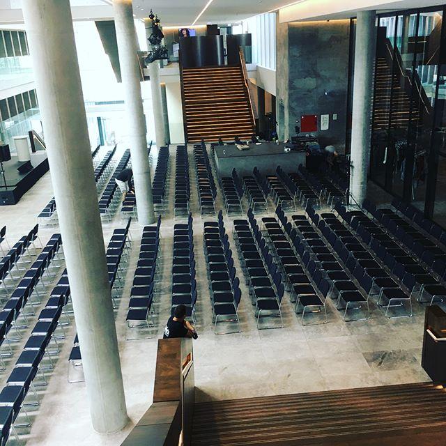 Et sted i DK. Opsætning af stolerække til 1100 gæster ifm. sustainability event #Robertscrew