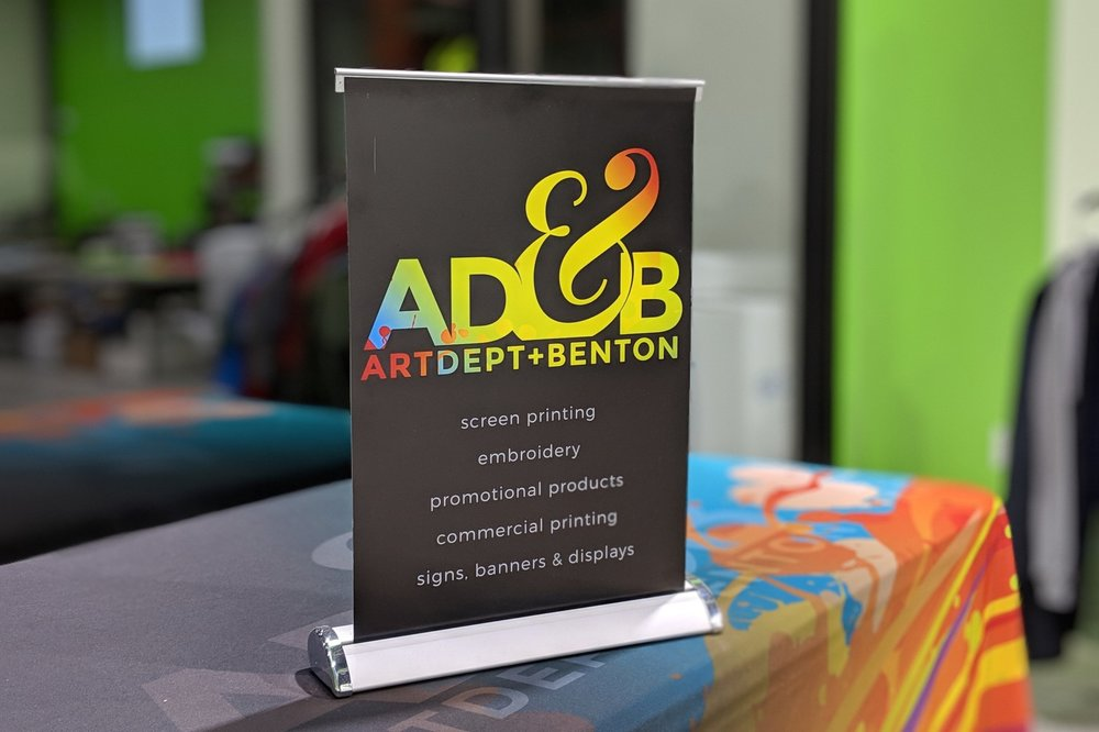 Retractable Banner Stands - Large retractable banner stands.Small table-top banner stands.