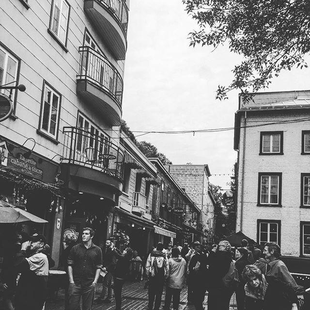 Petite balade à la pluie #quebeccity #villedequebec #vieuxquebec #pluie #journeepluvieuse #petitchamplain