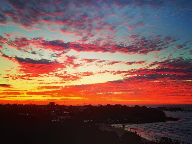 Some days you can step out and the best view is from your own backyard 📸 by JBD @hayleybayford  #mothernaturerocks #morningtonpeninsula #sunset #skyonfire #pinksky #millsbeach
