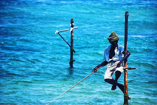 A spot of fishing! #srilanka #locallife #locallymade #grassroots #culture #tradionalfishingtechniques #journeysbydesign #jbd #lovetravel 📸 by @jase_harwood