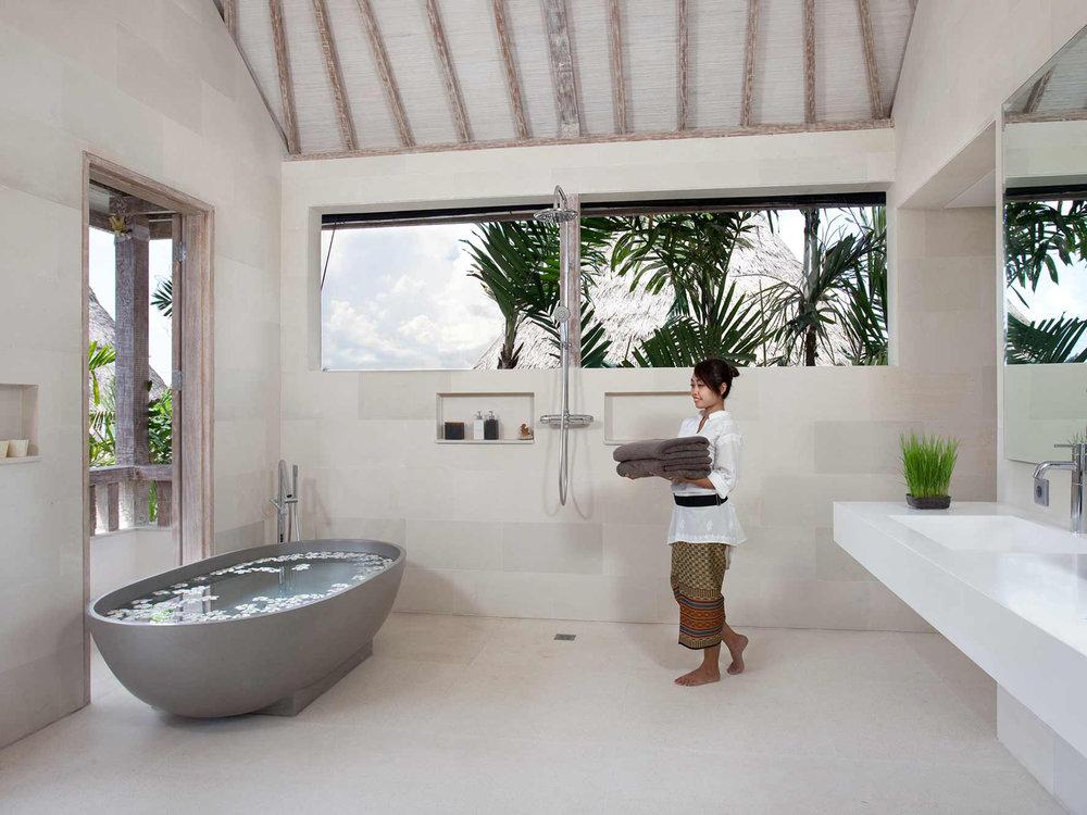 07-Villa Adasa - Master bathroom.jpg