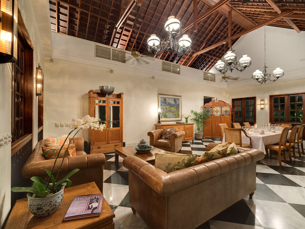 10-Villa Batavia - Living and dining area.jpg