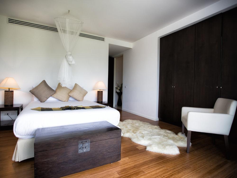 14-Villa Napalai Surin - Bedroom.jpg