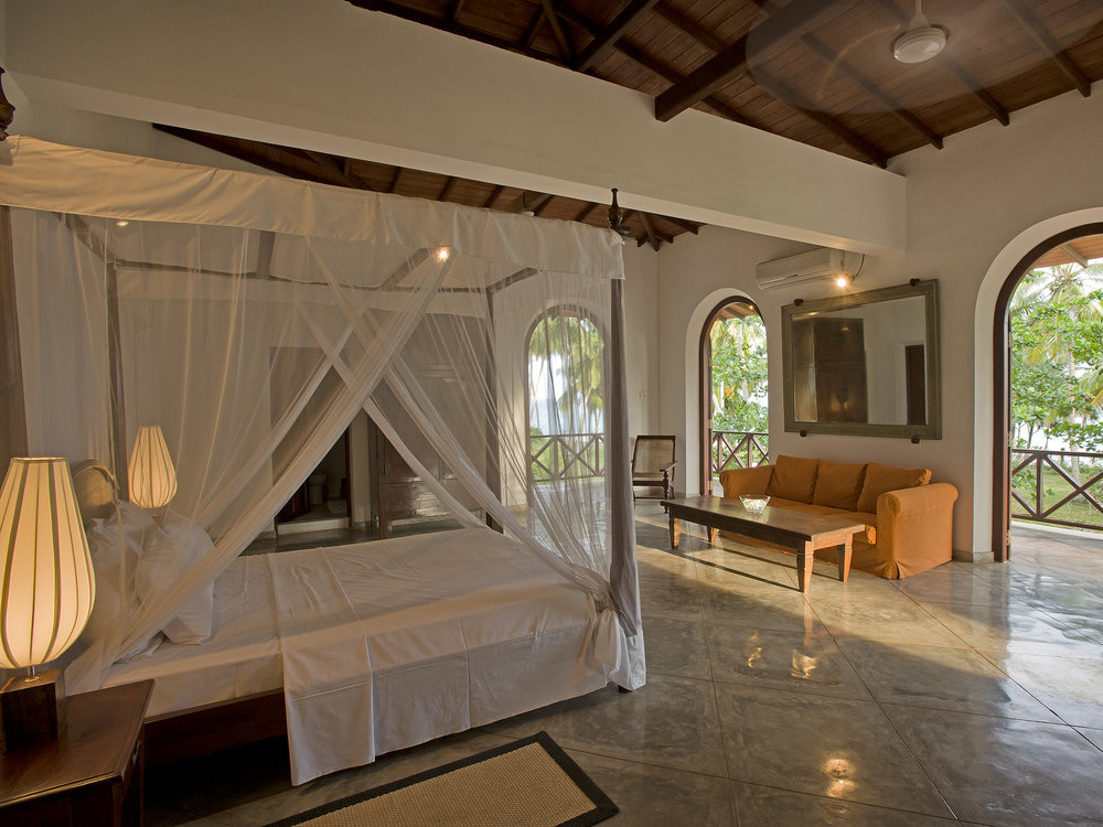 12-Oceans Edge-Tangalle - Master bedroom.jpg