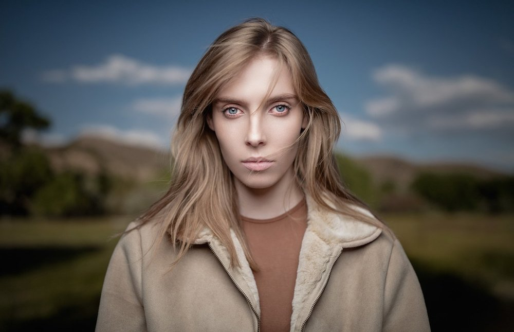 JOEL GRIMES SHARES HIS SECRETS TO COMPELLING ONE-LIGHT PORTRAITURE
