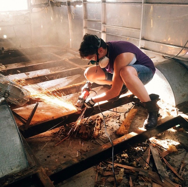Ellen grinding rust off the chassis, June 2014. Shreds of subfloor RESTING in the belly pan, it was so rotten that it just fell apart.