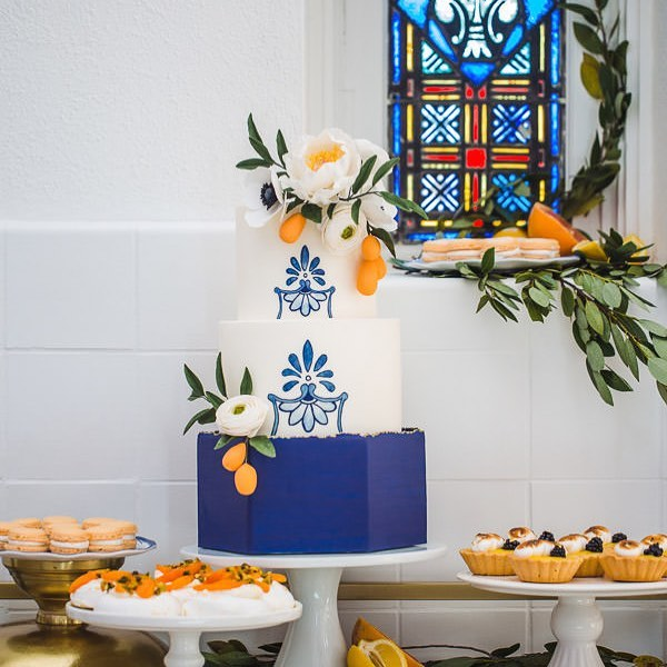 That blue though 😍  Photo by Shadow & Light Photography Florals by @grimmandgorly  Venue @main_street_abbey  Bottom tier and hand painting using @sweetsticksau Sailor Blue  @satin.ice fondant and gum paste