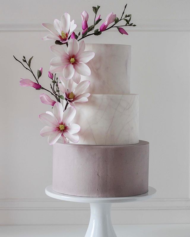 Learn to make this beauty in the *new* September issue of @cakemasters magazine  #cake #cakedecorating #caketutorial #magnolia #foodphotography #weddingcake #modernkake #cakestagram #instacake #sugarflowers #gumpasteflowers #fondant #wedding