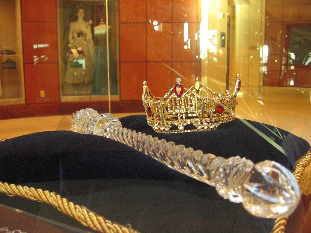 Miss America Crown and Scepter (Flickr/Irraa)