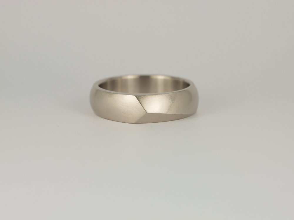 Men's Facet ring in grey white gold