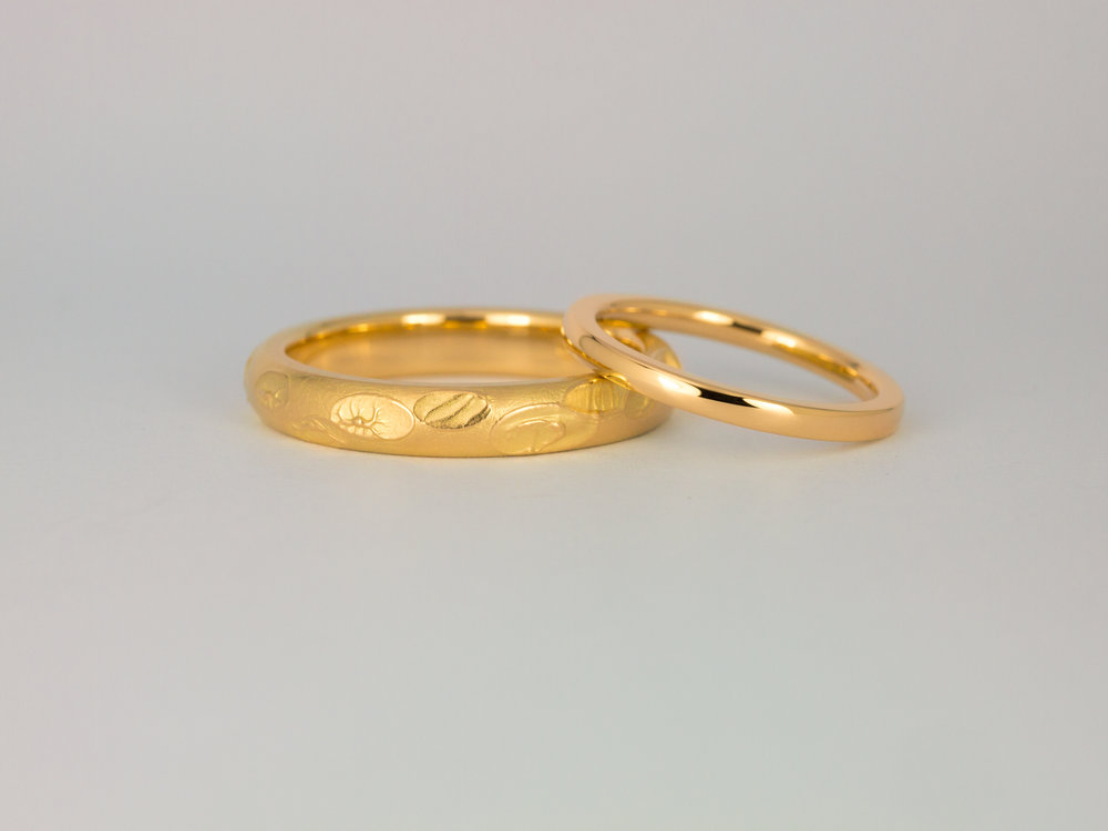 Hiro ring and ladies wedding ring in yellow gold
