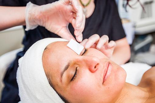 216407-509x339-Getting-Eyebrows-Waxed.jpg