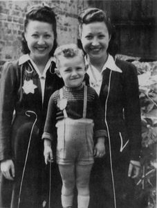 Simone, Diana, and Arie in the Ghetto 1941