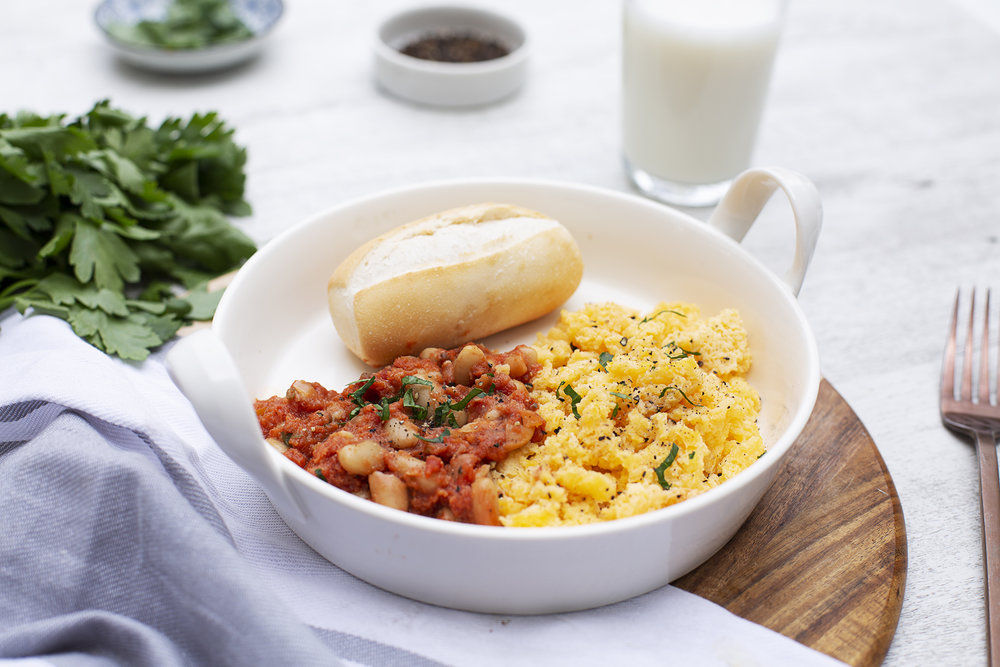 206. Homestyle Baked Beans & Scrambled Eggs with Wholemeal Roll