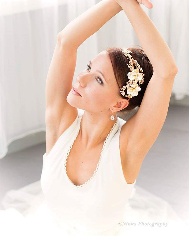 Kuva&muah @ninkadesign malli Linda, korut ninka.fi #ninkadesign#ninka® #hairdesign #hairjewellery #headpiece #makeup #bridalmakeup #dancers
