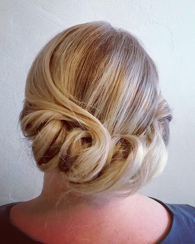 Pikakampaus kampauskurssin päätteeksi 🙂 @ninkadesign #juhlakampaus #kampaukset #hairdesign #hair