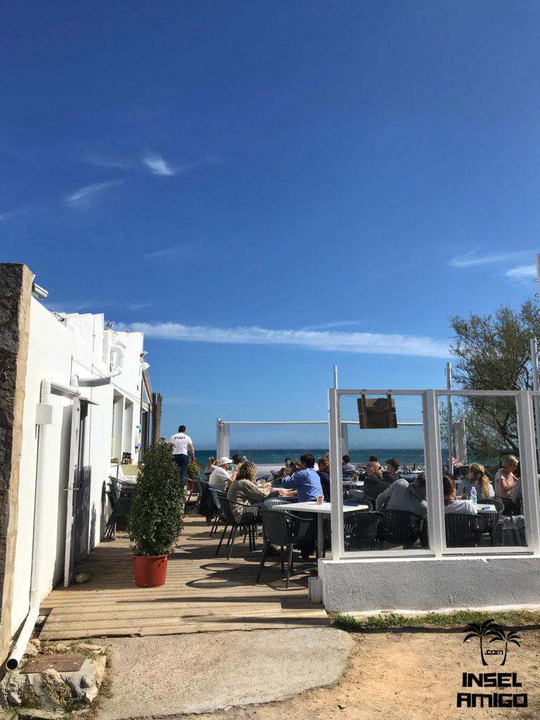 Blick auf den Aussenbereich der Bar Playa