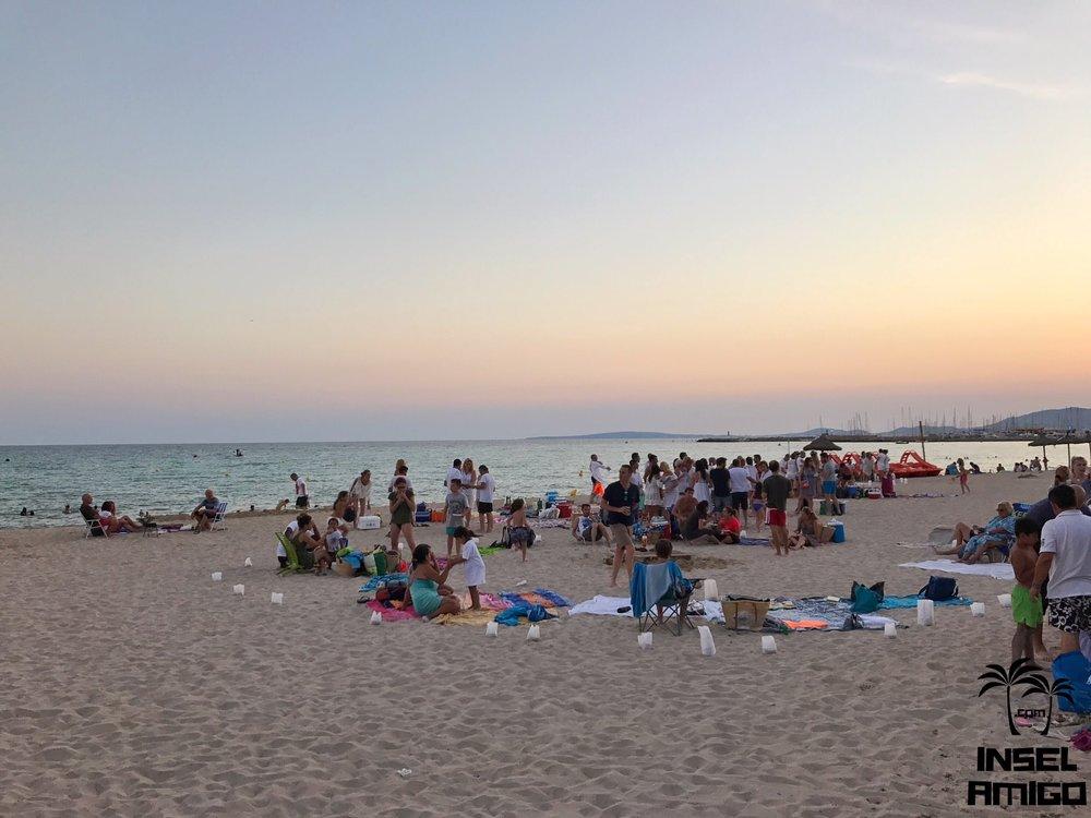 In der Nit de Sant Joan trifft sich jeder am Strand