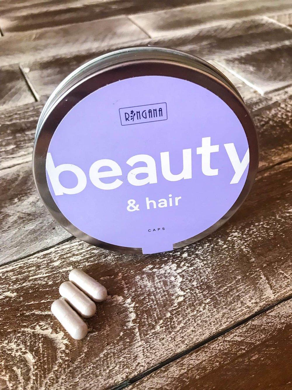 Die CAPS beauty & hair stärken Haare und Bindegewebe von innen heraus - Foto by Inselamigo