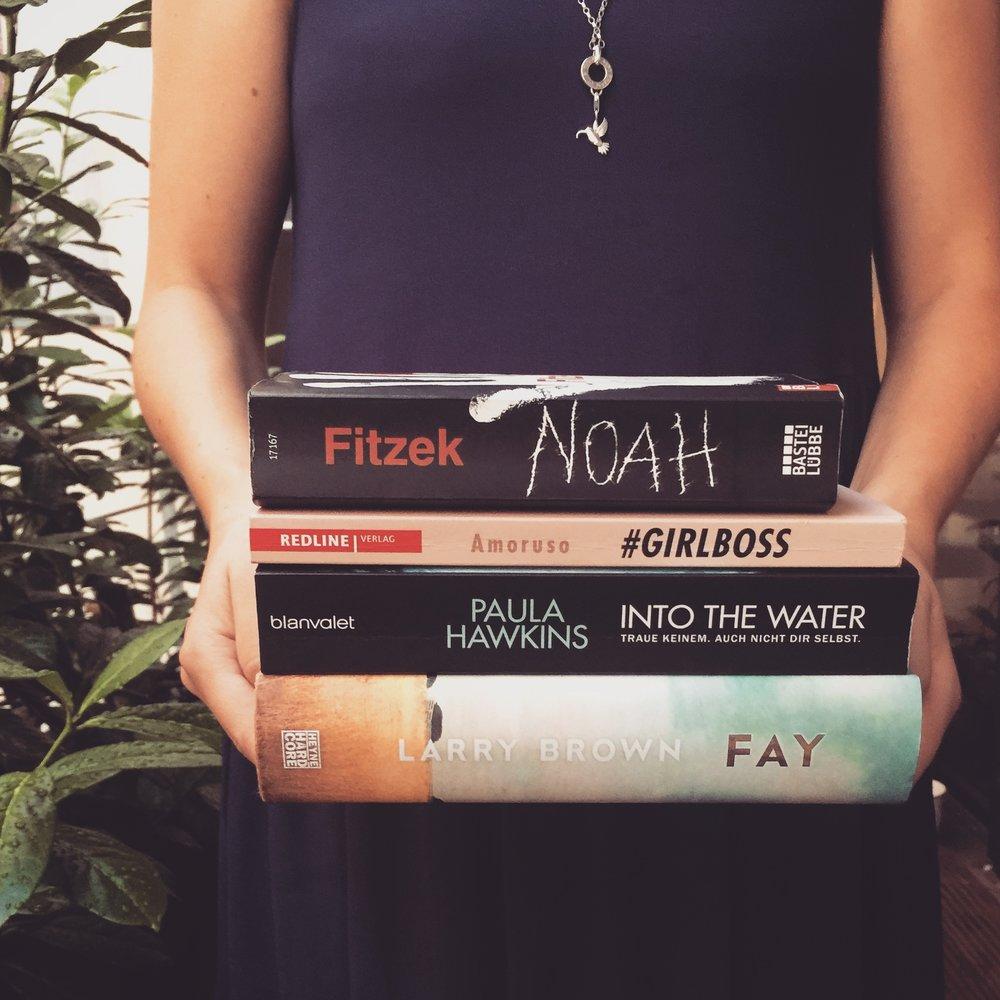Unser digitales Bücherregal. Hier findet ihr eine Übersicht über alle unsere gelesenen Bücher mit Links zu den jeweiligen Rezensionen.