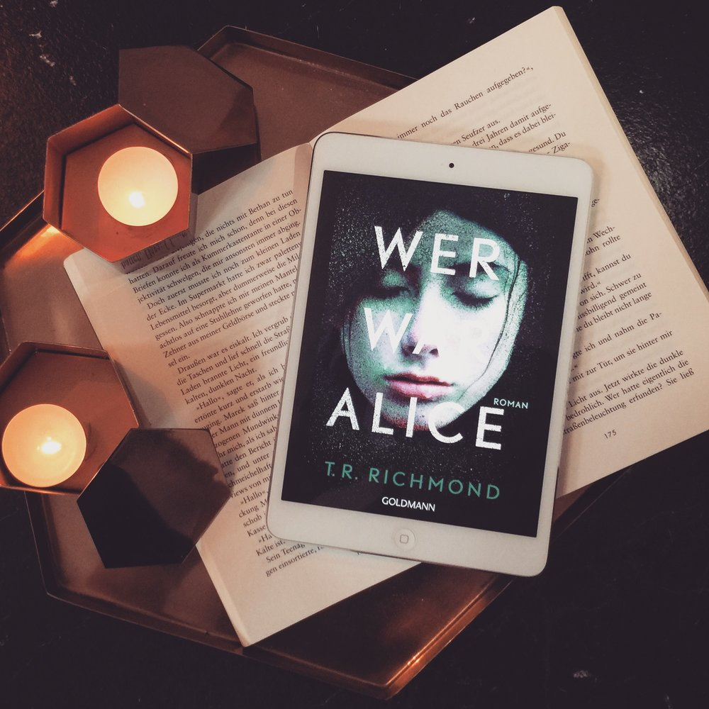 T.R. Richmond – Wer war Alice?  Alice wird leblos im Fluss gefunden und ihr Tod wirft viele Fragen auf. Durch Social Media Posts, Briefe, Tagebucheinträge und Zeitungsartikel erfahren wir wer Alice war. Keine durchgehende Spannung, aber mit überraschendem Ende.
