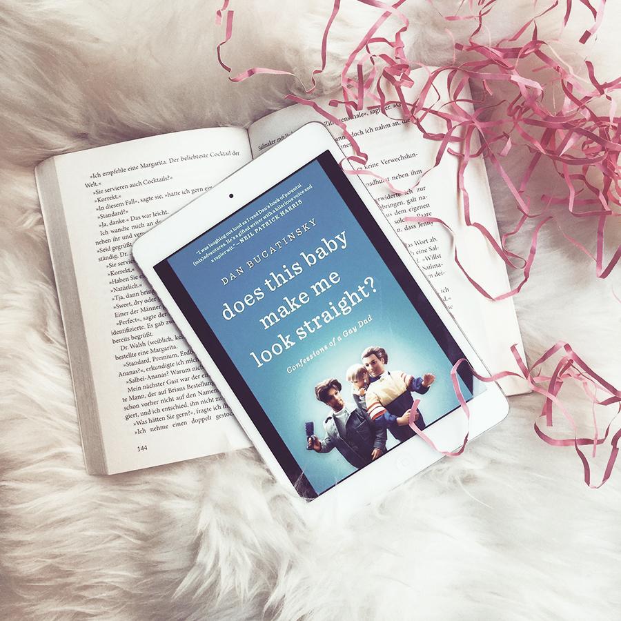 Dan Bucatinsky –  Does This Baby Make Me Look Straight?  Absolut lesenswerte und lustige Geschichte über das Leben und das Elternsein in einer gleichgeschlechtlichen Beziehung und die Suche nach dem, was das Richtige für einen selbst ist. Eine überraschend gute Autobiografie.