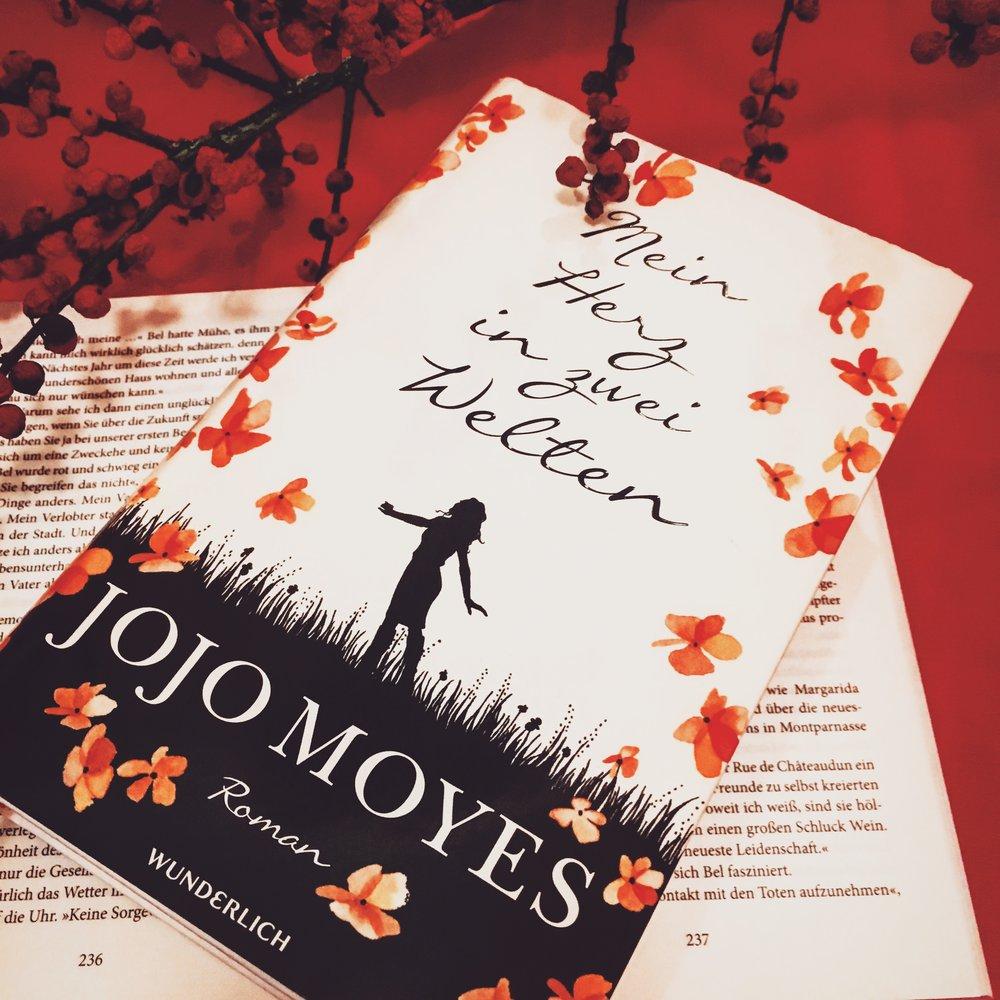 Belletristik     J     ojo Moyes - Mein Herz in zwei Welten   Die Geschichte von Lou geht weiter - diesmal in New York - sie lernt sich in der Stadt, die niemals schläft, erst richtig kennen, denkt an sich und lebt mutig ihren Traum. Lesenswert!