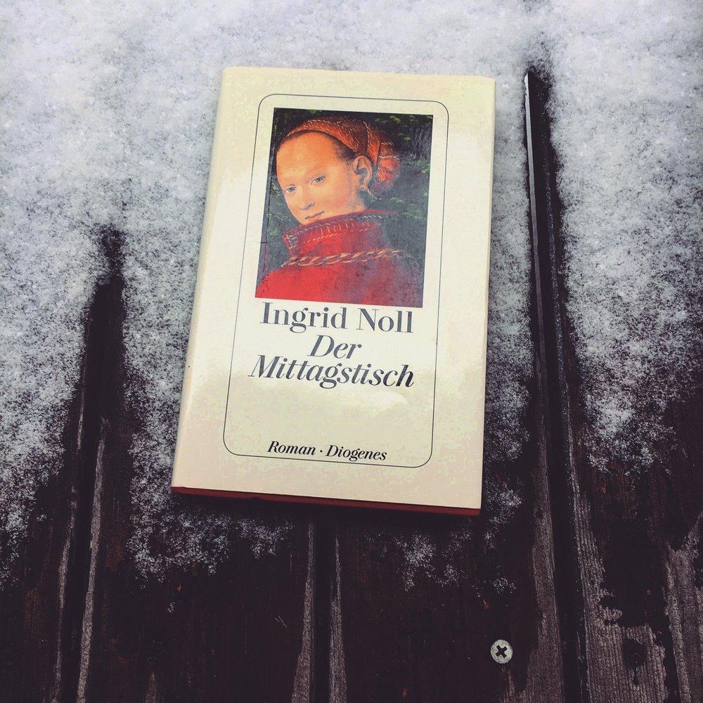 Krimi/Thriller    Ingrid Noll - Der Mittagstisch   Um Kinder allein aufzuziehen, braucht man Geld. Da Nelly, Mitte dreißig, Platz hat und gut kochen kann, holt sie sich zahlende Mittagsgäste ins Haus. Eine ernüchternde Geschichte, die versucht Krimi zu sein aber es irgendwie nicht schafft.