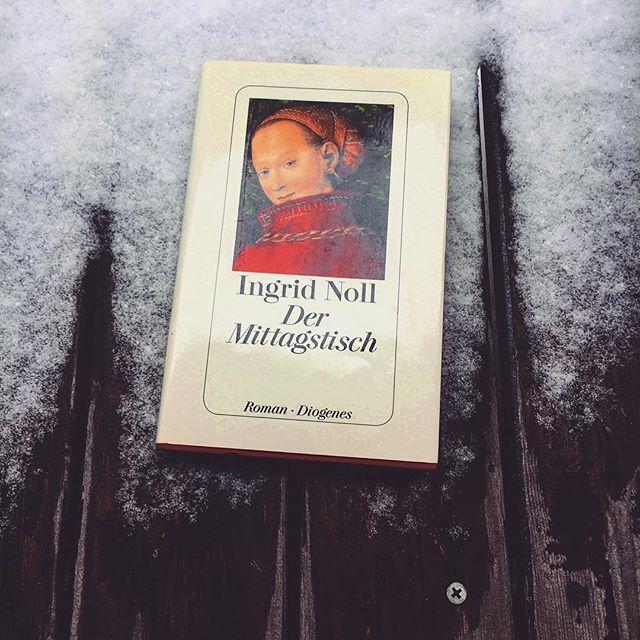 Auf unserem Blog findet ihr heute wieder eine neue Rezension. Der Krimi «Der Mittagstisch» von Ingrid Noll lässt sich gut lesen, kommt aber nicht ansatzweise an andere Geschichten von ihr dran. Die ganze Rezension findet ihr auf unserem Blog - Link in der Bio! ~ ~ ~ #bookstagram #somethoughtsonbooks #instabook #bookstoread #bookblogger #booklove #buchrezension #bücherjunkie #dermittagstisch #ingridnoll #buchblog #booklover #krimiliebe #bookaddict #bücherverrückt #bookphoto #bücherliebe #lesen #bookish #leseliebe #reading #readinglist #bücherliste #bookstoread #bookstagramfeature