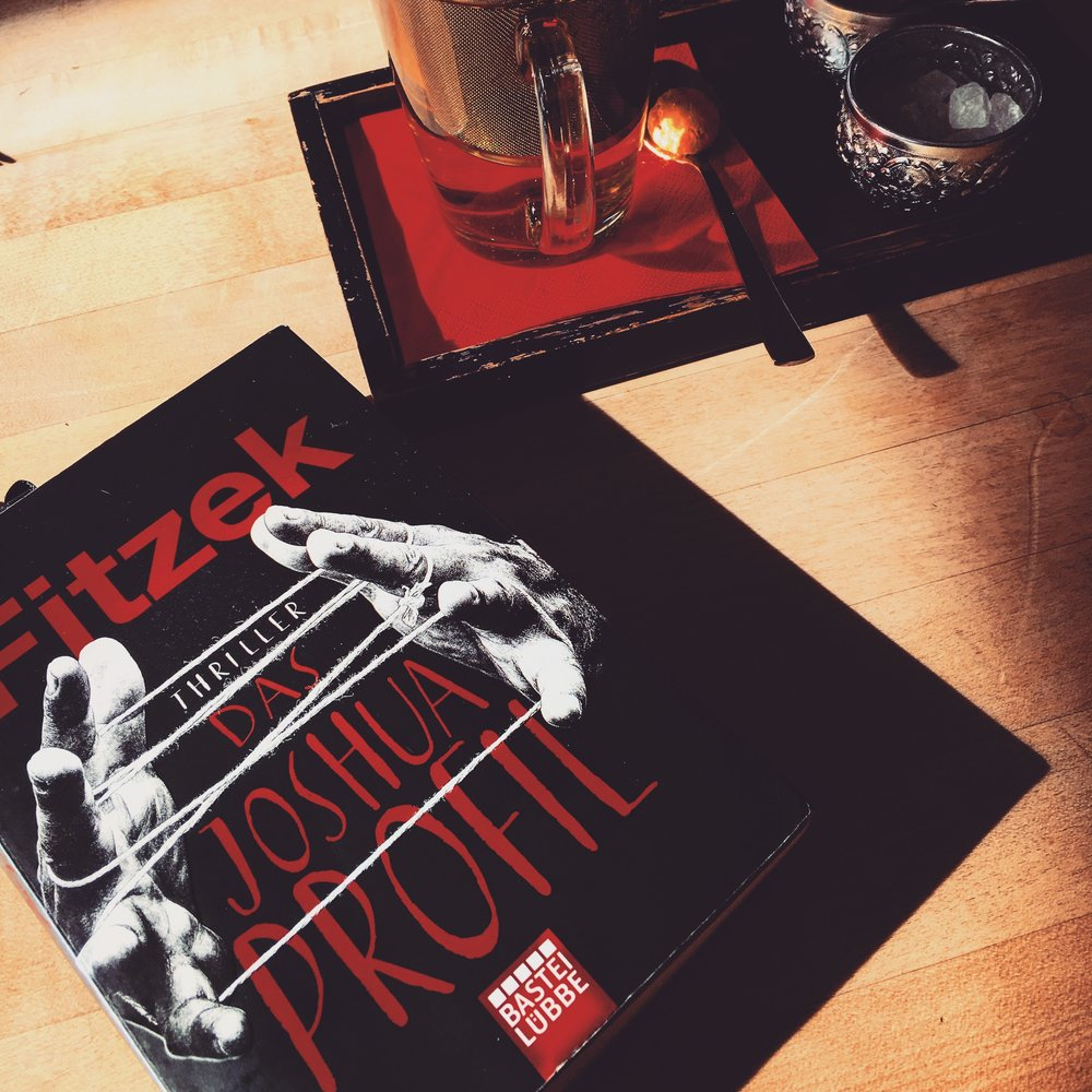 Krimi/Thriller     S     ebastian Fitzek - Das Joshua Profil    Der erfolglose Schriftsteller Max ist ein gesetzestreuer Bürger. Doch in wenigen Tagen wird er eines der entsetzlichsten Verbrechen begehen. Nur, dass er heute noch nichts davon weiß ... im Gegensatz zu denen, die ihn töten wollen.