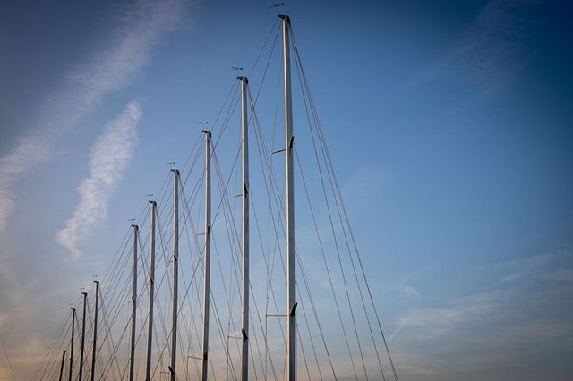 Finding new ways to view the ordinary.⠀ .⠀ #splash #agentsea #agency #digitalmedia #maritime #marinemedia #marineindustry #sailing #rigging #sailboat #yachts #southflorida #fortlauderdale #smallbusiness #perspective #marina #docked #lines #IGatsea #wednesdaywisdom
